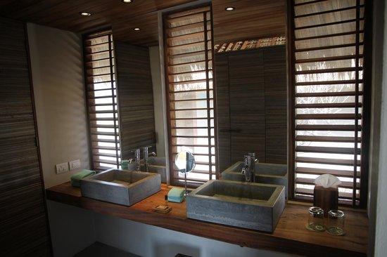 Hotel Escondido: Room 16 bathroom