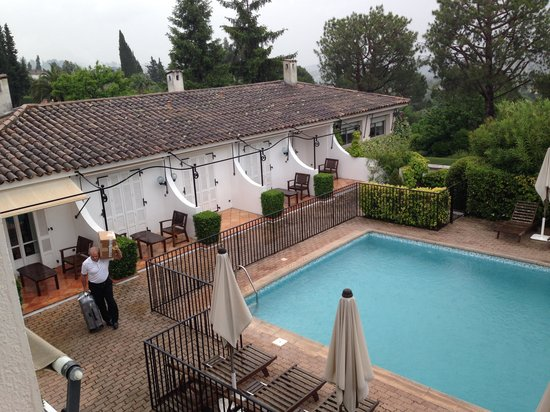 Hotel Les Vergers de Saint- Paul: Pool area