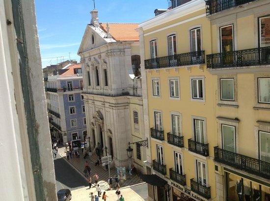 Hotel Borges Chiado: Vista do nosso quarto