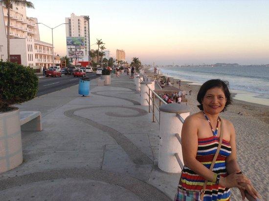 El Cid El Moro Beach Hotel: El Cid El Moro in background
