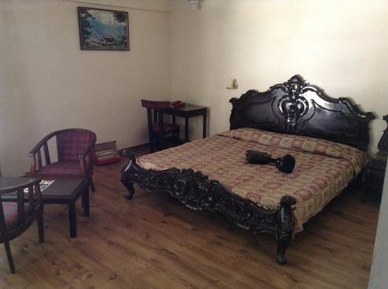 The Club House - HPTDC: antique bed