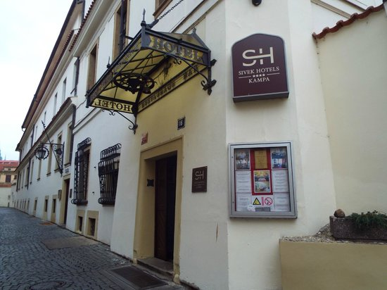 Hotel Kampa-Stara Zbrojnice: Fachada do hotel