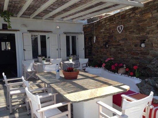 Vega Apartments: Hotel veranda