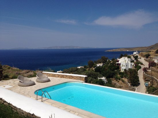 Vega Apartments: Swimming pool with a view