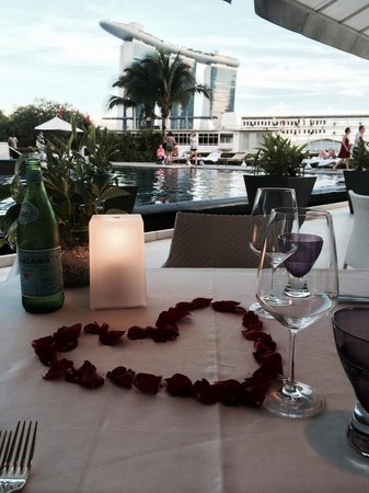 Dolce Vita at Mandarin Oriental: Our special table by the pool with excellent views