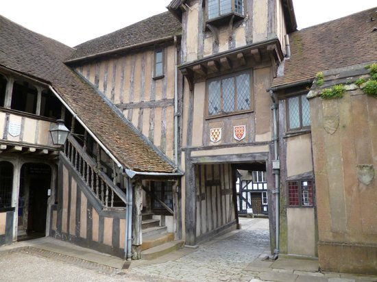 Lord Leycester Hospital: Outside