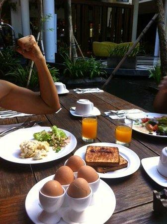 Swiss-Belhotel Rainforest: We love to eat :)