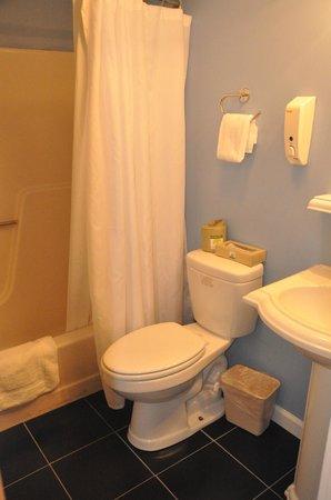 Island Inn: having 2 full bathrooms is nice for a family