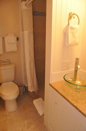 Island Inn: Very clean and modern!