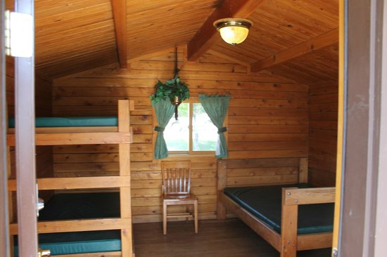Farewell Bend State Recreation Area : Interior of the cabin
