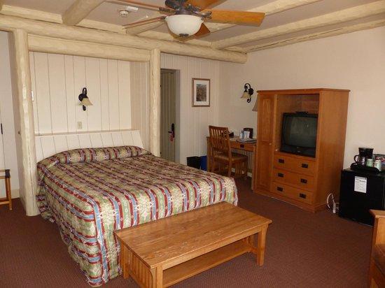 Bright Angel Lodge: Bright Angel Rim Cabin -- Bedroom