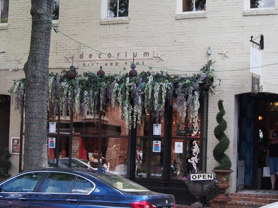 Old Town: Fascade of a retaurant on Kings Street