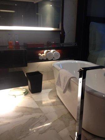 Renaissance Beijing Capital Hotel: banheiro