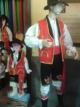 Casa de Los Balcones: roupas locais usadas em festejos