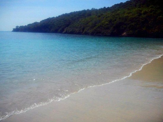 Pink Beach: semangkuk beach, pure powdery white sand, & it's empty!