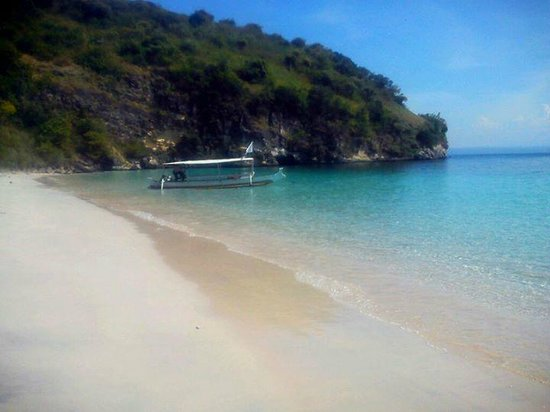 Pink Beach: semangkuk beach.. so pure, so empty, so pretty