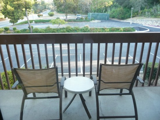 Hilton Garden Inn Monterey: Balcony - ok over the car park, but fresh air!