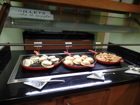 Hyatt Place Columbus - North : some breakfast items