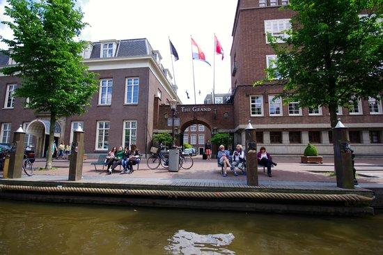 Sofitel Legend The Grand Amsterdam : L'hôtel vu du canal