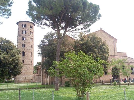 Basilica of Sant'Apollinare in Classe: vista da fuori 1
