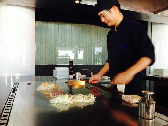MIISHI Sushi Club: El cocinero muy amable y atento