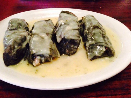 New Hellas Greek Restaurant: Grape leaves in lemon sauce