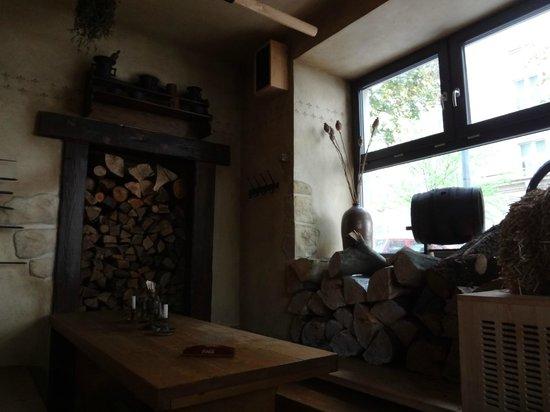 Staroceska Krcma : wood for the fire