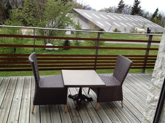 Domaine des Avenieres : la petite terrasse attenante à la chambre