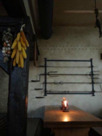 Staroceska Krcma : corn and onions hanging on the walls