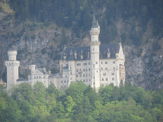 Hotel Das Rübezahl: castle view from room (on zoom)
