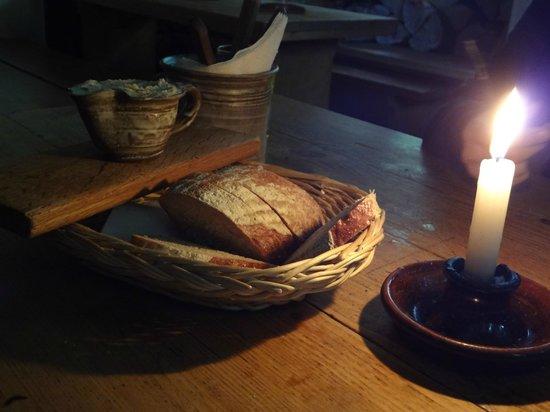 Staroceska Krcma : slices of bread and a jar of lard as a free appetizer