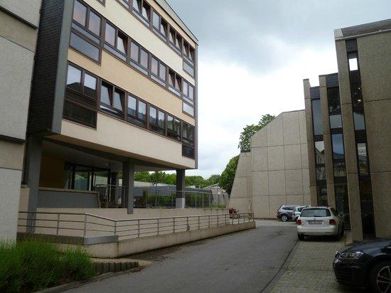 Parc Belle-Vue: A gauche, l'internat des athénées dans le complexe hôtelier