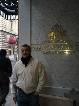Palazzo Donizetti Hotel: Ingreso al hotel