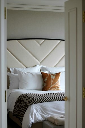 The Ritz-Carlton, Toronto : Luxe bed