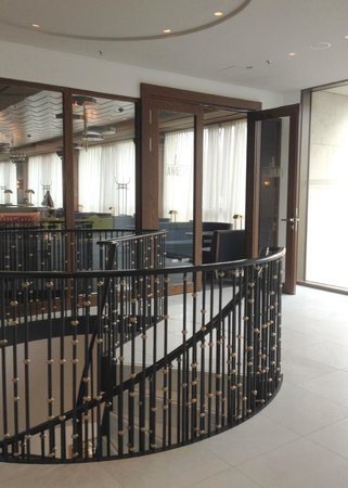 Waldorf Astoria Berlin: Bar Entry