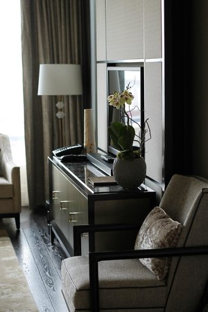 The Ritz-Carlton, Toronto : Living room lounge