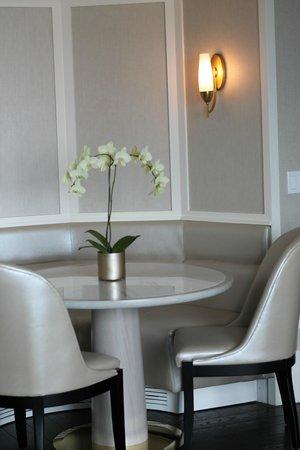 The Ritz-Carlton, Toronto : Dining nook
