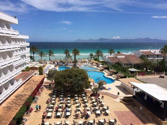 Hotel Condesa de la Bahia: Pool view from 410
