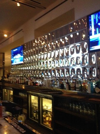 Andaz West Hollywood : Hotel bar - nice architectural mirror finish