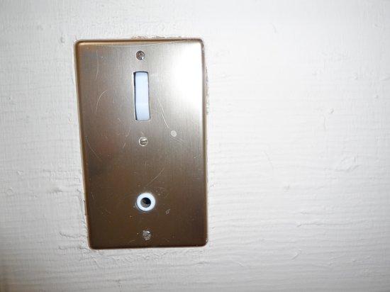 BEST WESTERN Hotel Mondial: Interruptores antiguos