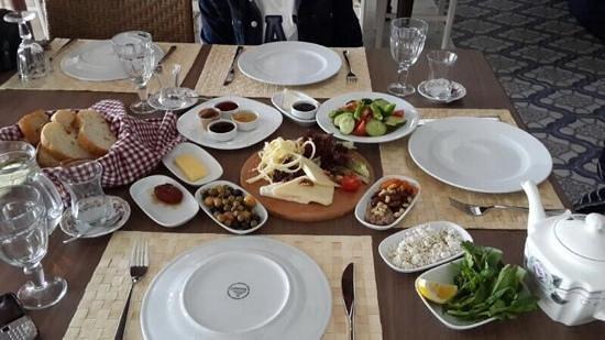Imren Han Hotel & Mansions: ve o muhteşem sabah kahvaltısı.. :)