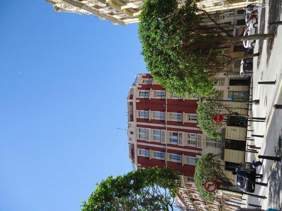 Petit Palace Germanias: Hotel y alrededores.