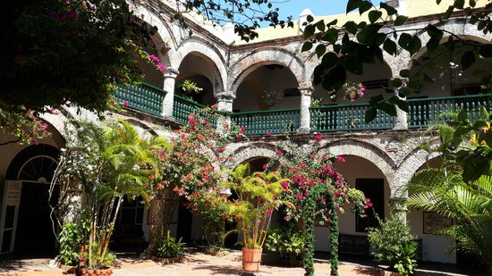 Convento La Popa de la Galera : Jardim Dentro do convento