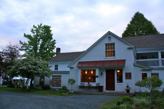 Quechee Inn At Marshland Farm: Front Entrance