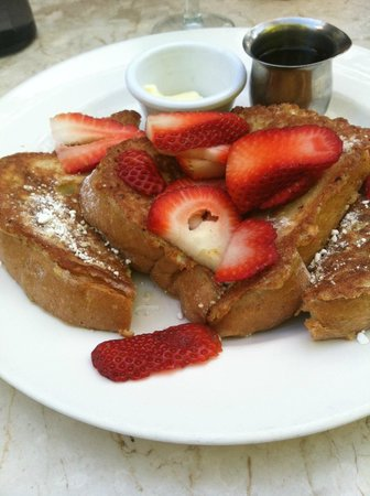 Longhi's Wailea: French Toast with fresh Strawberries