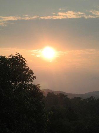 Jenukallu Valley Resort Pvt. Ltd.: Sunset