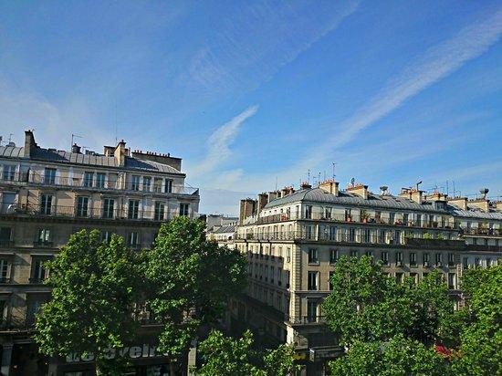 Best Western Hotel Ronceray Opera : Вид из номера на бульвар Монмартр