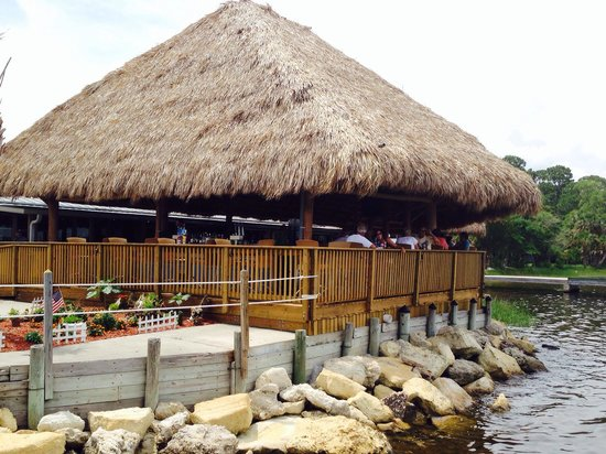 Panacea, FL: Waterfront Resturant and bar.