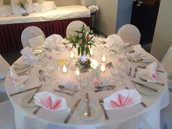 Frensham Pond Hotel: Wedding set up