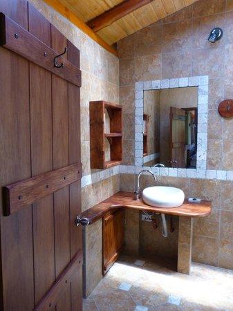 Hosteria Izhcayluma: Example of a bath room